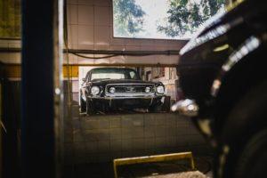 mustang-garage-mirror-black-car